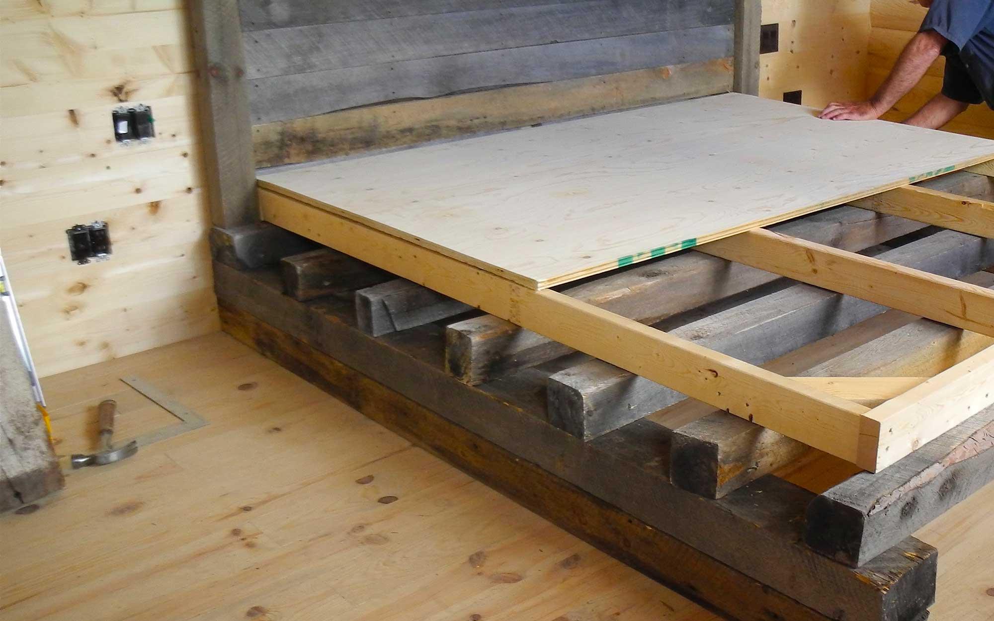 Lit Queen Bois De Grange : Un mobilier fait sur mesure en donnant une seconde vie au vieux bois